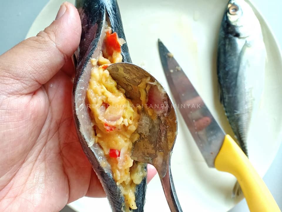 resepi-ikan-cencaru-bakar-sumbat-tempoyak-8 Resepi Ikan Cencaru Sumbat Tempoyak. Walaupun Dengar Macam Rare Tapi Sedap